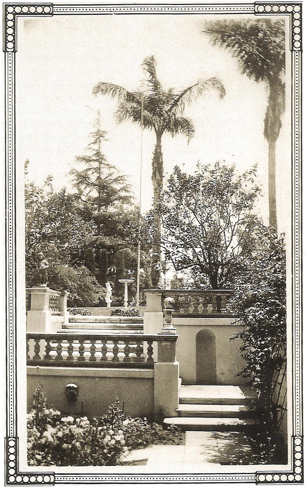 sunken-garden-1922